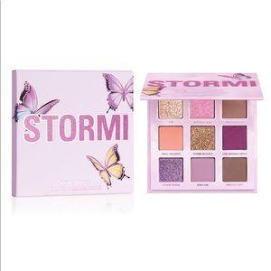 Kylie Cosmetics Stormi mini palette